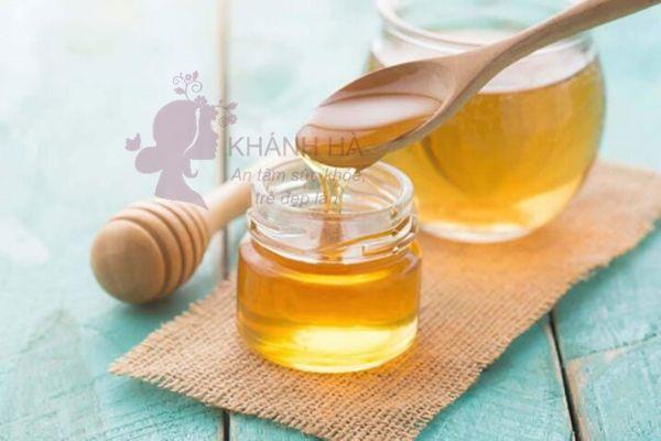 Trị mụn bọc với mật ong nguyên chất