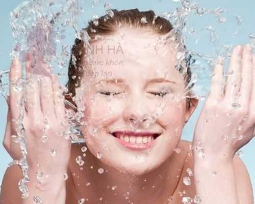 rửa mặt thật sạch ngăn ngừa mụn ẩn